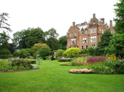 Threavehouse_and_garden
